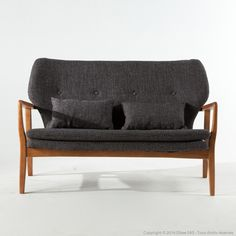 Canapé 2 pl. en chêne et tissu capitonné gris chiné Alvar