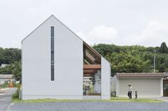Completed in 2017 in Koka, Japan. Images by Masahiko Nishida. A house under the eaves. This residence was built next to the main building in the area, where many old houses stand side by side. Dream House Exterior, Dream House Plans, Amazing Architecture, Architecture Details, Japanese Architecture, Minimal Home, Facade House, Old Houses, Exterior Design