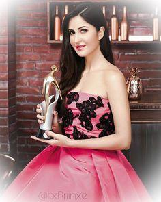 Katrina kaif in Bolly & Co Magazine Katrina Kaif Images, Katrina Kaif Hot Pics, Katrina Kaif Photo, Bollywood Girls, Bollywood Stars, Bollywood Fashion, Indian Celebrities, Bollywood Celebrities, Divas