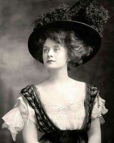 Billie Burke 1906. First actress to play Glenda the good witch in the Wizard of Oz.