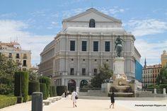 Palacio de la Opera de Madrid desde la plaza de Oriente.