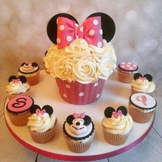 - Minnie Mouse Themed Giant Cupcake - Cake with Mini Decorative Cupcakes, Topped with Sugar Cookies! TAG a Cake Lover! - Cake by: Minnie Mouse Cupcake Cake, Mini Mouse Cupcakes, Mini Mouse Birthday Cake, Large Cupcake, Birthday Cupcakes, Happy Birthday, Fondant Cupcakes, Cupcake Smash Cakes, Fondant Girl