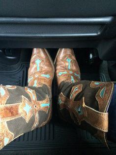 Rockin my Heavenly @Ariat boots! On my way w/Mama to see @LukeBryanOnline & @leebrice :) @NASHFM947NY @bootbarn