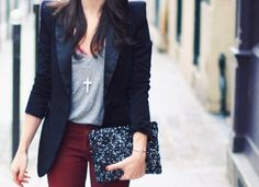 Navy blazer, gray t-shirt, dark denim... Maroon and navy are perfect for fall. My favorite part of her outfit is the super-long cross necklace. Beautiful! I want one!