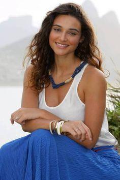 Outra atriz linda é a Débora Nascimento, a Tessália de 'Avenida Brasil'