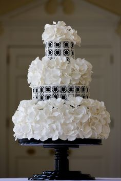 black and white textural/graphic design - Wow Factor Cakes, Charlotte, NC. Photo by Critsey Rowe Photography