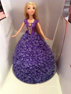 ideas for cake desing for girls princess party ideas for cake desing for girls princess parYou can find Doll cakes and more on our . Rapunzel Barbie, Bolo Rapunzel, Rapunzel Cake Ideas, Princess Rapunzel, Barbie Princess, Baby Girl Birthday Cake, Barbie Birthday Cake, Princess Birthday Cakes, Rapunzel Birthday Cake
