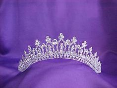 This is the tiara that I have had my eye on sense 2008! :)
