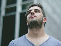 Compositor, violonista e jornalista; Diego Luz toca em um show totalmente Catraca Livre no Barnaldo Lucrécia.