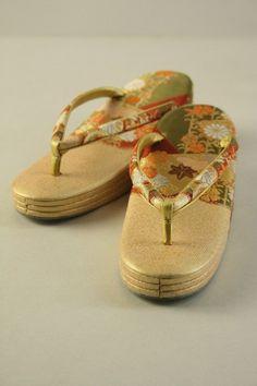 Gold Zouri Shoes, Leaves Pattern / 金地 裂取り木の葉花柄 草履   #Kimono #Japan  http://www.rakuten.co.jp/aiyama/