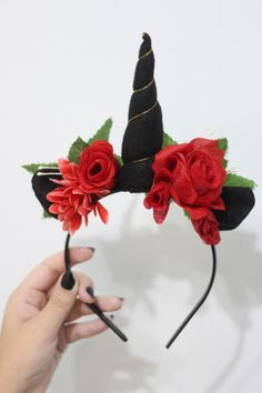 black unicorn headband red roses for adults Diy Unicorn Headband, White Headband, Diy Headband, Halloween Fun, Halloween Costumes, Black Unicorn, Unicorn Costume, Unicorn Crafts, Head Bands