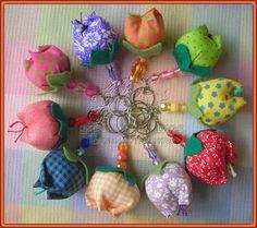 Chaveiro Tulipa Cute Crafts, Felt Crafts, Diy And Crafts, Crafts For Teens, Hobbies And Crafts, Diy Flowers, Fabric Flowers, Cute Keychain, Textile Jewelry
