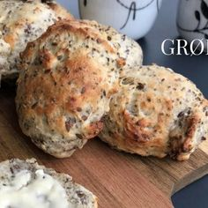 Grødboller med sunde kerner 3 Bread Recipes, Vegan Recipes, Cooking Recipes, Brunch Salad, Pan Bread, Food Inspiration, Food Videos, Food Porn, Food And Drink