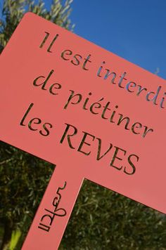 ©IDfer, Etiquette de jardin décorative Happiness_rose #IDFER #mobilier #métal #étiquette #jardin #happiness #citation #outdoor