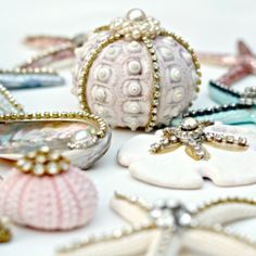 Make these beautiful seashell ornaments using vintage jewelry and glitter. A fun video tutorial from Debi's Design Diary