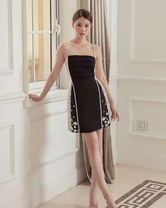 Teen Fashion Outfits, Look Fashion, Korean Fashion, Girl Fashion, Fashion Dresses, Simple Dresses, Cute Dresses, Beautiful Dresses, Short Dresses