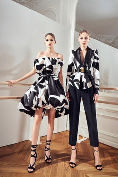Moda Black, Fashion News, Fashion Models, Women's Fashion, Outfit Look, Vogue Russia, Stage Outfits, Fashion Show Collection, School Fashion