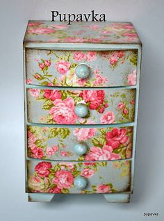 Love that pattern doesn't have to match up on drawers Napkin Decoupage, Decoupage Box, Decoupage Vintage, Vintage Crafts, Upcycled Vintage, Decoupage Furniture, Hand Painted Furniture, Recycled Furniture, Shabby Chic Jewellery Box