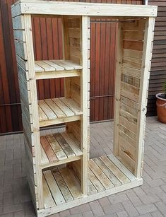 Pallet Furniture Projects Keeping in mind the ideas we have gathered here, whoever starts reshaping the wooden pallets will end up in awesome accomplishments which every visitor will praise. Either a person wants to decorate…More Wooden Pallet Projects, Wooden Pallet Furniture, Wooden Pallets, Wooden Diy, Diy Furniture With Pallets, Outdoor Projects, Diy Projects Using Pallets, Pallet Ideas To Sell, Pallet Bedroom Furniture