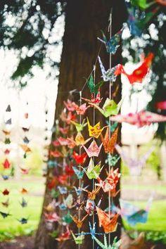 Paper cranes, playing with beautiful papers. Con hojas de un libro, una novela romantica, para una boda, por ejemplo.