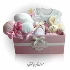 A little cute bunny, lollipops which are socks, a jar of jam which is a body... Elfi e Fate offers a perfect gift to the new mom!