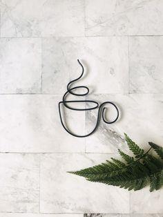 Wire Wall Art, Hanging Wall Art, Wall Art Decor, Hanging Wire, Small Wall Decor, Cool Wall Art, Wall Decor Design, Wire Hanger Crafts, Wire Hangers
