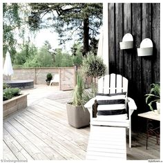 altan,terass,uteplats,utemöbler,svartvitt,uteliv,spabad,spaljé