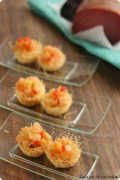 Nidos de pasta kataifi con tartar de tomate y huevas de maruca