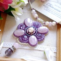 Доброе, праздничное утро всем)  Я вновь работаю в поте лица, а вот этот кулон все еще ждет свою прекрасную хозяйку)  Нашел хозяйку) #мастерская_син #sinbead #sinbeadjewelry #jewelry #necklace #кулон #колье #нежность #сиреневый #жемчуг #украшение