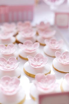 Beautiful Cookies on dessert table fora girl baby shower or party Cute Cookies, Cupcake Cookies, Sugar Cookies, Pink Cookies, Sweet Cookies, Cupcake Toppers, Tutu Cupcakes, Flower Cupcakes, Tangled Cupcakes
