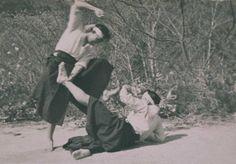 Yagyu Shngan-ryu Okinawan Karate, Dynamic Poses, Kendo, Taekwondo, Pose Reference, Jiu Jitsu, Chinese Art, Martial Arts, Samurai