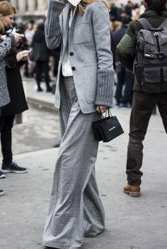 Big pants, all gray Cool Street Fashion, Street Chic, Work Fashion, Street Style, Fashion Details, Style Fashion, Pantone, Fashion Week 2015, Trends