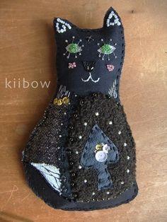 Brooches02 Magician Cat Black