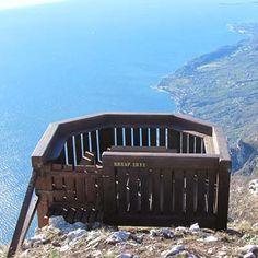 Cima Comer - Itinerari per passeggiate ed escursioni Gargnano del Garda durante la tua vacanza all'hotel Bartabel. Hotel, Portfolio, Trekking, Climbing, Hiking, Italy, Places, Travelling, Dreams