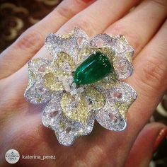 @katerina_perez What a beautiful flower blossomed on my fingers! This emerald and diamonds ring is a part of a jewellery set consisting of a ring, necklace and earrings by a wonderful brand #Saboo @saboofinejewels