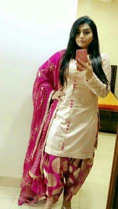 53 Trendy Dress Indian Casual Ux Ui Designer Source by indian Patiala Suit Designs, Salwar Designs, Kurti Neck Designs, Dress Neck Designs, Blouse Designs, Chudi Neck Designs, Punjabi Suits Designer Boutique, Indian Designer Suits, Trendy Dresses