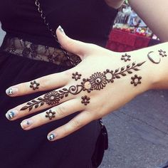18 Most Exquisite Mehndi / Henna Designs You Will Want To Try Tatoo 3d, Henna Tatoos, Henna Ink, Hand Tattoos, Symbol Tattoos, Mehndi Tattoo, Henna Tattoo Designs, Mehndi Art, Henna Mehndi