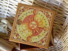 """Scatola in cartone """"Sole""""  con bordo coperchio in brillantini dorati: disponibile - for sale    #découpage  #handmade"""