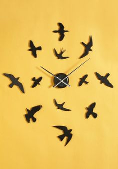 From a distance a person might think this is just an accent piece on the wall, not a clock.. I want it!!!!