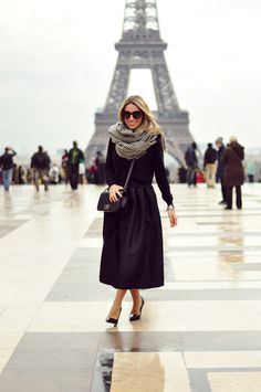 For the last of my Paris Fashion Week outfits, midi skirt, total black and Boy Chanel. Party Fashion, Love Fashion, Autumn Fashion, Fashion Looks, Fashion Outfits, Womens Fashion, Chanel Fashion, From Paris With Love, All Black Business Casual Outfits