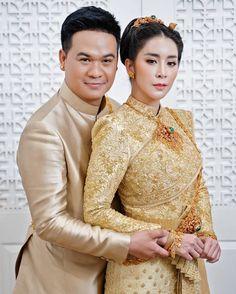 อัลบั้มภาพ ใหม่ สุคนธวา ควง ดีเจต้น แต่งงานหวานชื่น เจ้าสาวสวยสะกดตา Thai Wedding Dress, Wedding Dresses, Thai Dress, Bride Dresses, Bridal Gowns, Wedding Dressses, Weding Dresses, Dress Wedding, Bridal Dresses