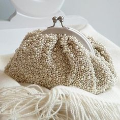 White beaded clutch.  ADORABLE. FROM: Achados........dali e daqui