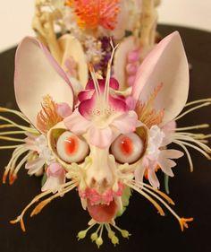Locamente espeluznante de la flor de esqueletos Encrusted