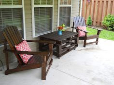 Outside coffee table made from old pallets!