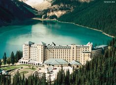 HOTEL FAIRMONT CHATEAU LAKE LOUISE, BANFF, CANADA - http://destinations-for-travelers.blogspot.com.br/2013/03/hotel-fairmont-chateau-lake-louise.html #canada #lake