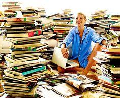 Gwyneth Paltrow in a sea of books. Vogue US August 2010 / Photography by Mario Testino (b. Gwyneth Paltrow, Books To Buy, I Love Books, Books To Read, Mario Testino, Vogue Us, Successful Women, Vogue Magazine, Book Gifts