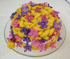 tangled cake decoration