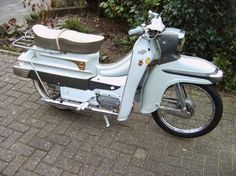 Uniting the moped community through discussion and information. Vintage Motorcycles, Cars And Motorcycles, Vintage Designs, Retro Vintage, Bike Engine, Moped Scooter, Vespa Girl, Motorcycle Posters, Vespa Lambretta