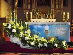 Image result for dekoracja ołtarza komunia Indoor Wedding, Corpus Christi, First Communion, Table Decorations, Church Decorations, Flower Arrangements, Home Improvement, Images, Flowers