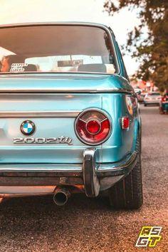 bmw classic cars and hot Bmw 2002 Tii, Bmw Old, Bespoke Cars, Royce Car, Bmw Vintage, 135i, Bmw Autos, Bmw Alpina, Bmw Classic Cars